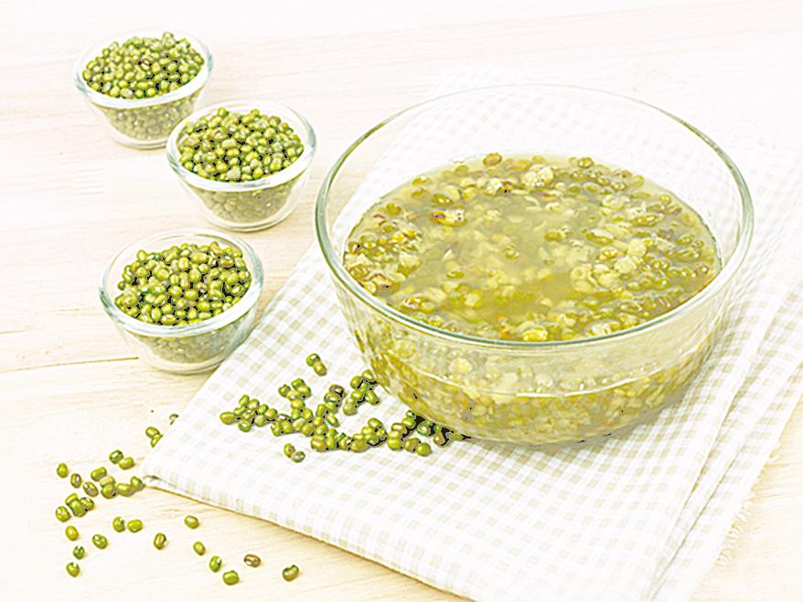清代名醫劉奎認為,綠豆的功效全在皮裏面,所以煮湯時不要把皮去掉。