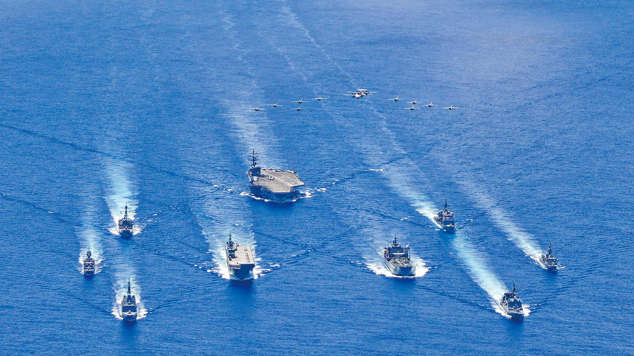 p2020年7月21日,美國里根航母(CVN 76)打擊群與澳大利亞和日本海軍在南海進行聯合協同巡弋。(U.S. Navy photo)
