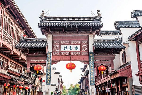 中國江蘇南京市秦淮河河岸的傳統建築牌樓。(Shutterstock)