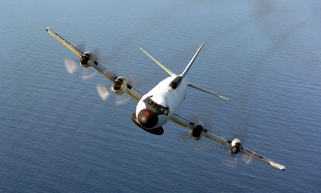 這張拍攝於1991年6月20日的照片,展示了美國海軍Ep-3E Orion巡邏機飛行的場景。(U.S. Navy/Getty Images)