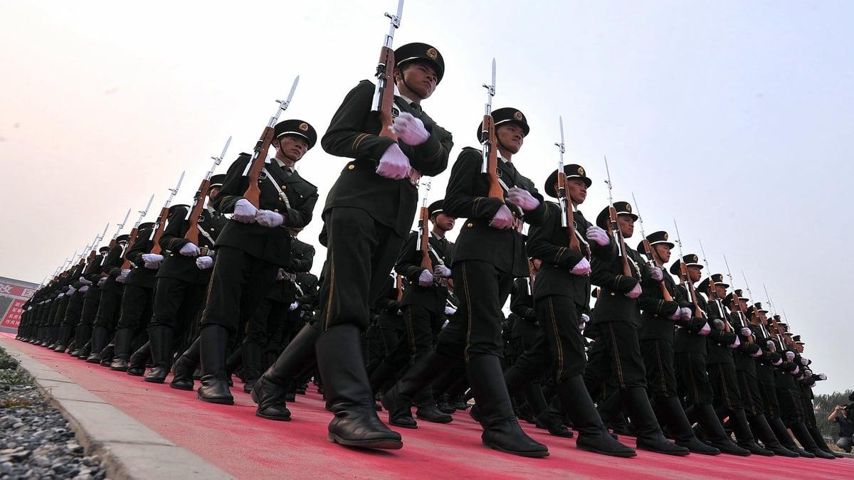 有港媒稱,一旦中美開戰,中共軍隊有一個致命問題,正是習近平力推的「軍委主席負責制」。示意圖(AFP/AFP/Getty Images)