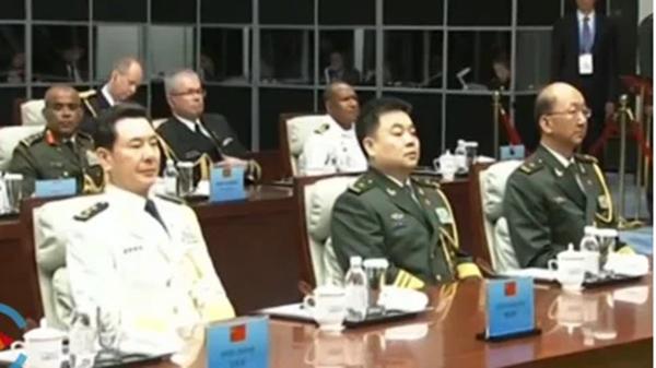 央視畫面出現疑似中共中央軍委辦公廳主任鍾紹軍(前排左二)的鏡頭 。(影片截圖)