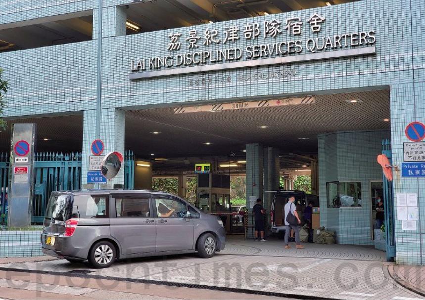 7月11日,荔景紀律部隊宿舍一個19人家庭聚會爆發疫情,至少10人確診。(宋碧龍/大紀元)