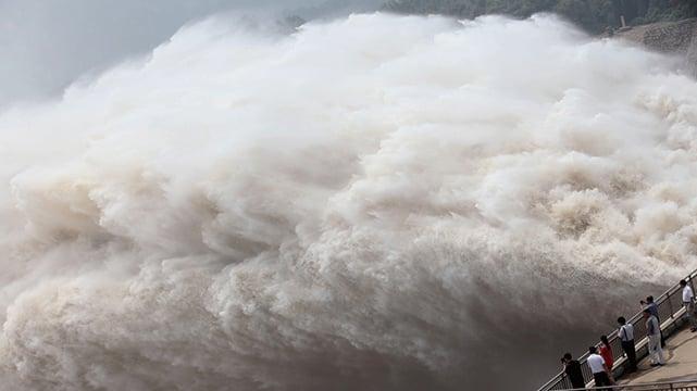中共官方下令三峽大壩全面洩洪自保,包括淮河、太湖等流域也都要加強洩洪,下遊民眾汛情危急。示意圖(Getty Images)
