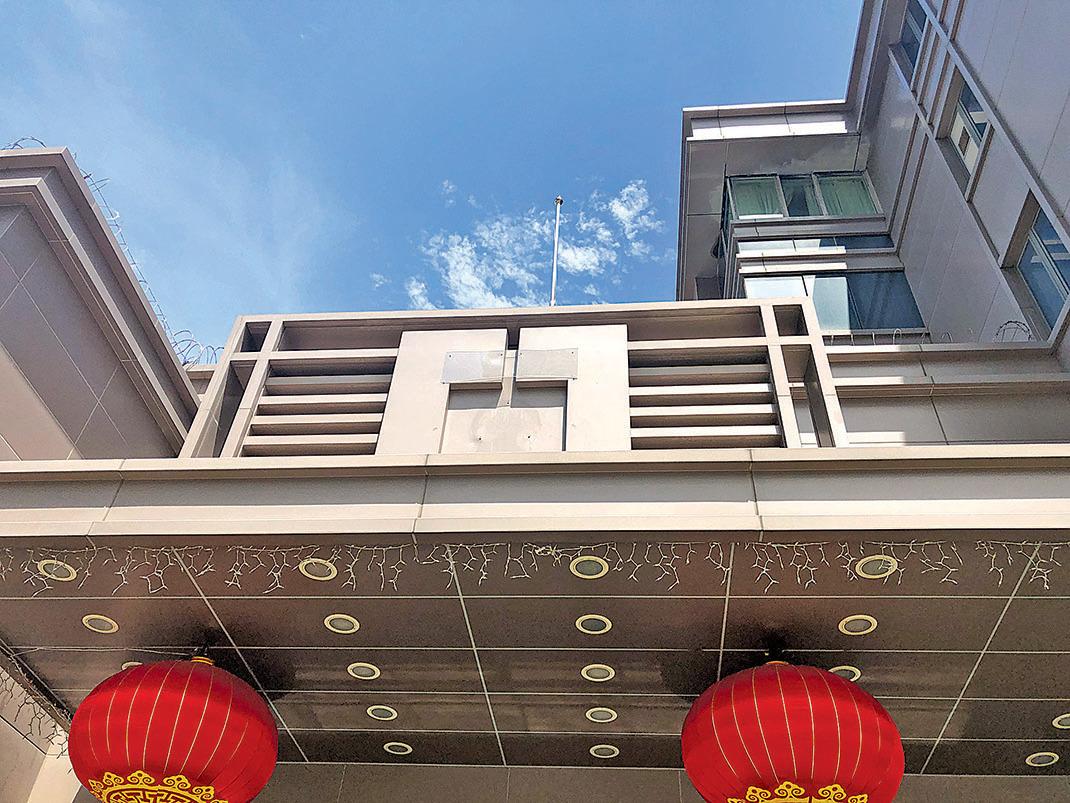 7月24日下午4時,中共駐侯斯頓總領事館正式關閉。(鐘心萍/大紀元)