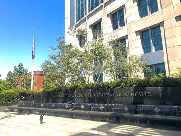 加州東區聯邦法院,7月27日,唐娟出庭。(大紀元)
