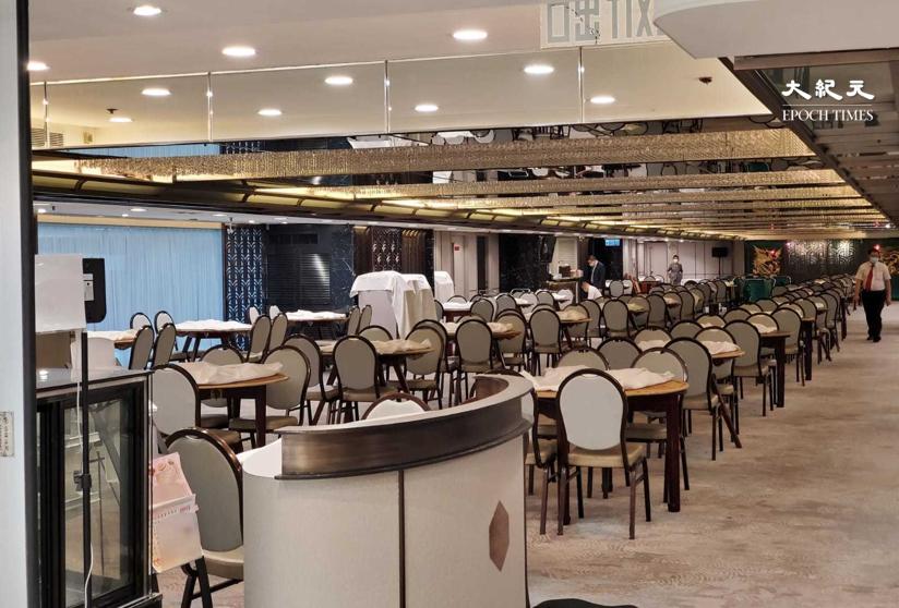 餐飲業人士表示,明日起全日禁堂食,生意料跌九成,餐飲業或現結業潮。圖為香港一間酒樓。(宋碧龍 / 大紀元)