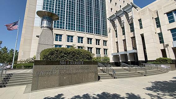 7月24日,躲藏在中共駐舊金山總領館的女軍人唐娟被逮捕,7月27日出庭聆訊後,被法官下令繼續關押。圖為加州沙加緬度聯邦地方法院。(大紀元)
