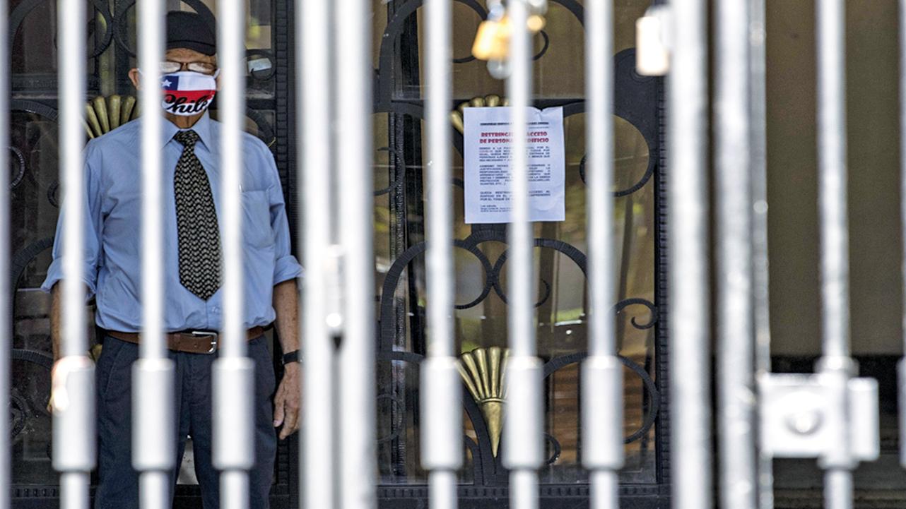 中共港區人大代表陳智思透露,一間美國銀行關閉了他的帳戶。其他香港高官也面臨同樣的問題。示意圖(AFP)