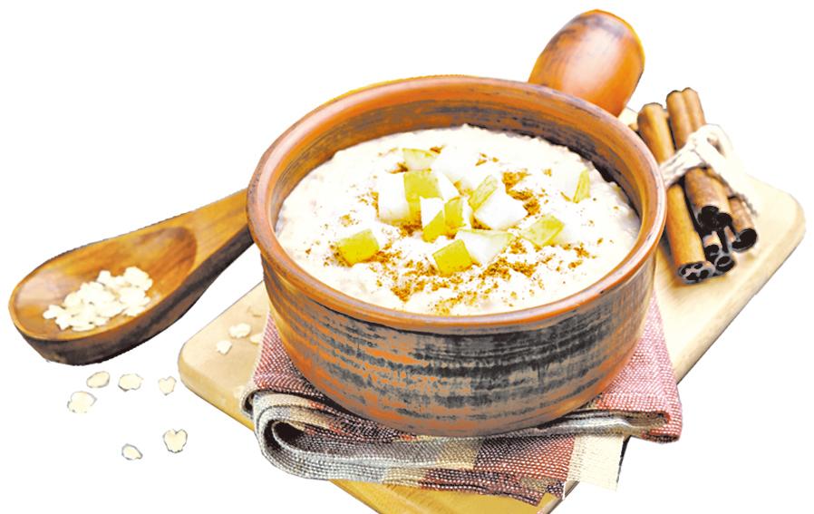 早餐可以吃燕麥粥,攝取好的碳水化合物。