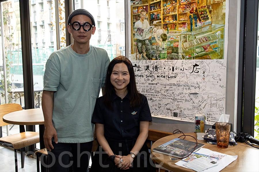 時隔4年,畫家慧惠今年7月再次與鍾燕齊(左)合作舉辦畫展。(陳仲明/大紀元)