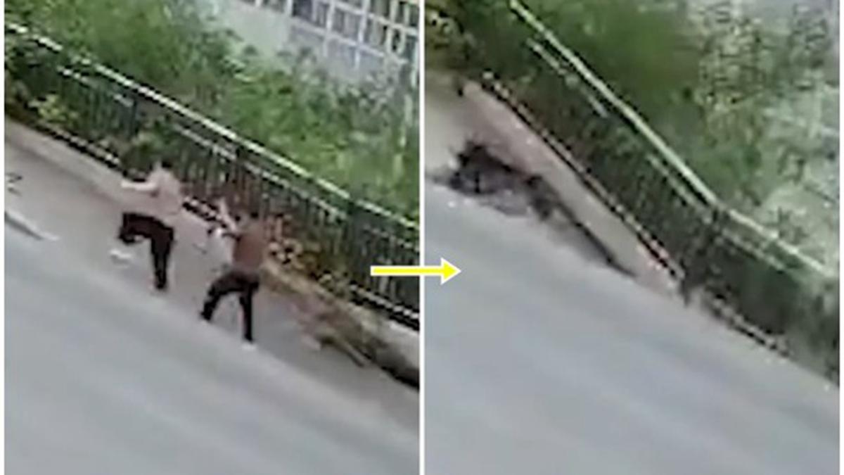 2人走在人行道上,道路突然坍塌。(影片截圖)