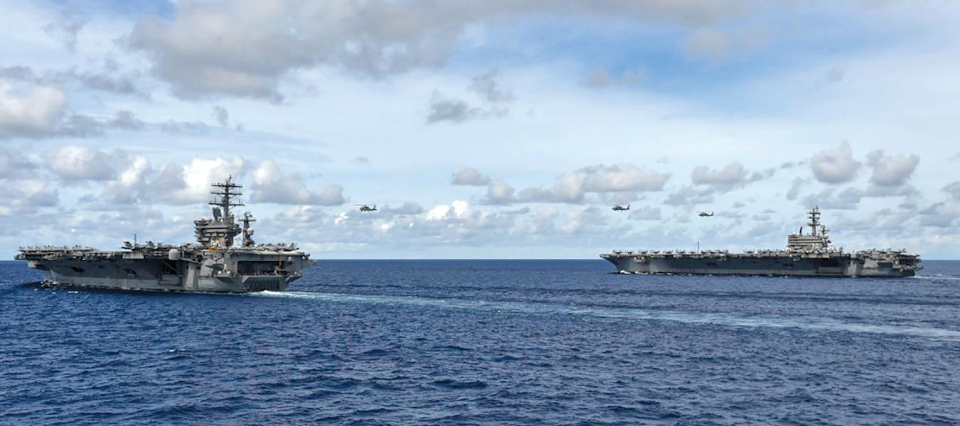 7月6日,美軍尼米茲號(CVN 68)和列根號(CVN 76)航母在南海演習。(U.S. Navy Photo by Mass Communication Specialist 3rd Class Anthony Collier/RELEASED)