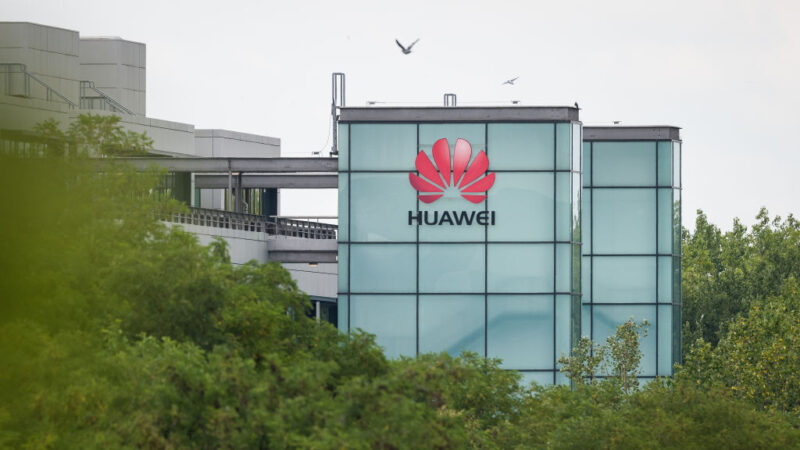 2020年7月14日,華為在英國雷丁總部。英國政府宣佈,自今年12月31日起,將禁止英國電信公司購買華為5G。(Leon Neal/Getty Images)