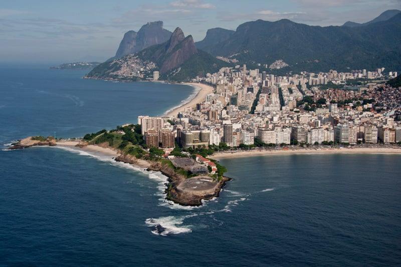 里約熱內盧的科巴卡巴納海灘和依巴內瑪海灘。(Christophe SIMON/AFP)
