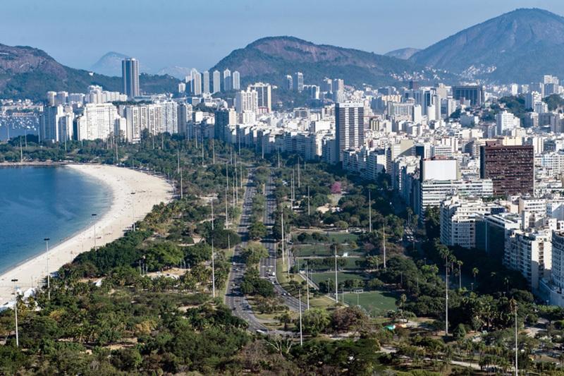 鳥瞰里約熱內盧弗拉門戈公園和海灘。(YASUYOSHI CHIBA/AFP/Getty Images)