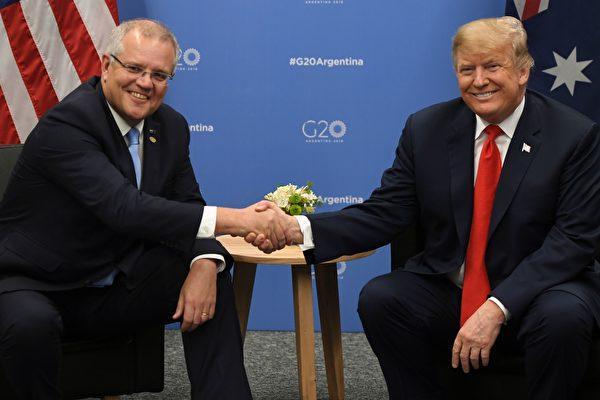 美國政府在全美各地,嚴加審查與中共軍方有關聯的研究人員。澳洲政府表示,美國將資助在澳洲達爾文市合建一套軍事燃備系統。圖為澳洲總理莫里森(左)與特朗普總統(右)。(SAUL LOEB/AFP/Getty Images)