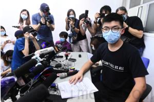 黃之鋒斥選舉主任表面取消資格 實際羅織罪名配合國安日後拘捕