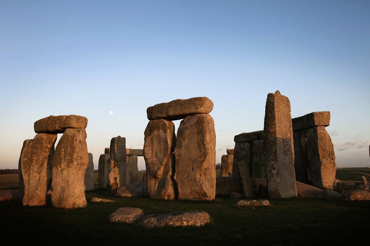 世界上有許多的古蹟都披上了一層神秘的面紗,像是英國的巨石陣、埃及的金字塔等等,有著諸多未解之謎,一直吸引許多人去探索、研究。想知道英國巨石陣地薩森石究竟來自何方嗎?(Matt Cardy/Getty Images)