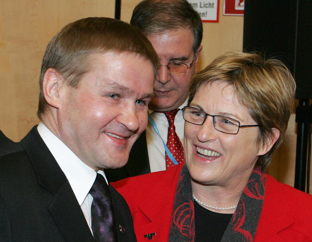 圖左為愛沙尼亞公共行政部長艾布(Jaak Aab)。(DIETER NAGL/AFP via Getty Images)