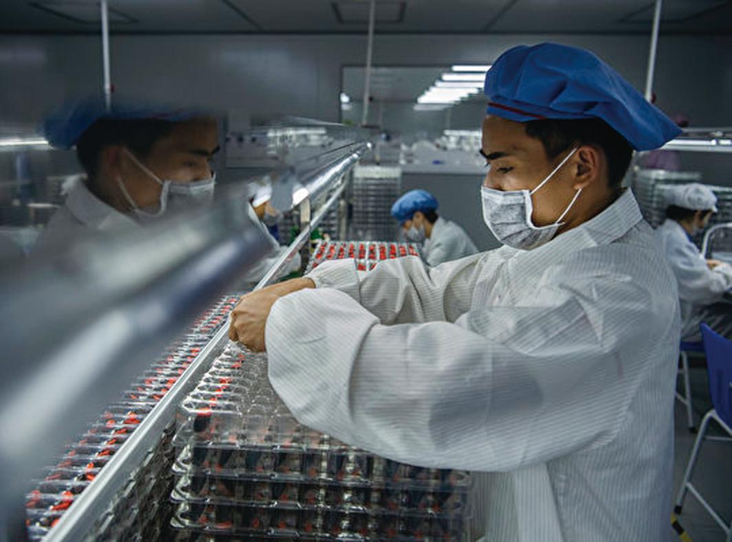 全球疫情快速蔓延,歐美大多取消復活節、乃至暑假商品訂單,繼而再打擊中國的復甦能力。(Getty Images)