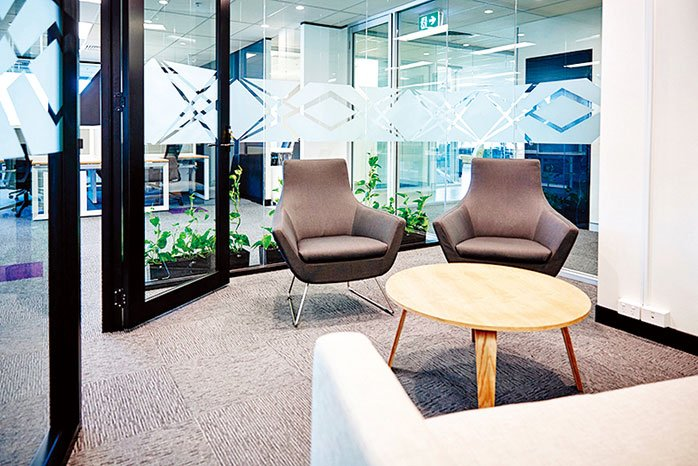 可以設立小型會議室,提供給內向者使用。(shutterstock)