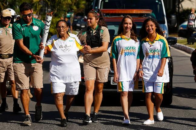 露絲・法利亞(Ruth Faria)堅持跑完火炬傳遞路程。(Rio2016/Marcos de Paula)