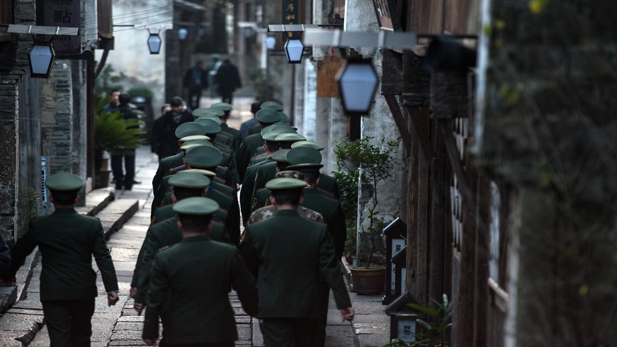 中共國防大學教授張召忠將軍對目前形勢的分析是:「放棄幻想、準備打仗」。示意圖(JOHANNES EISELE/AFP via Getty Images)