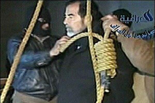 獨裁者薩達姆2007年12月26日被絞刑處死。(影片截圖)