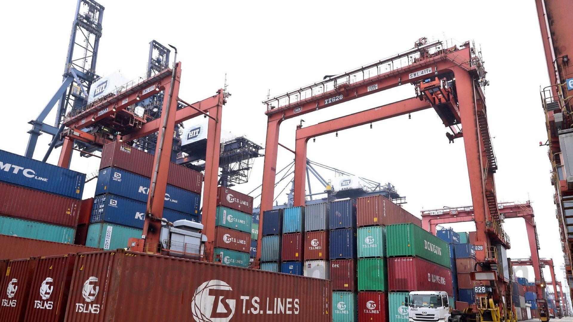 廣東省交通運輸廳8月2日發出緊急通知,要求跨境粵港貨車在本周五(8月7日)前,安裝具行駛記錄功能的GPS衛星定位裝置。(大紀元資料圖片)