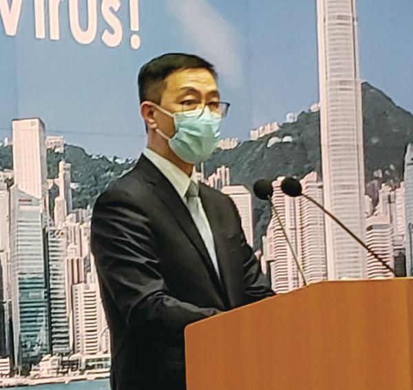 教育局局長楊潤雄昨日宣佈,全港學校可按原先擬定的日期展開新學年,但所有面授課程及校內活動要暫停。(郭威利/大紀元)