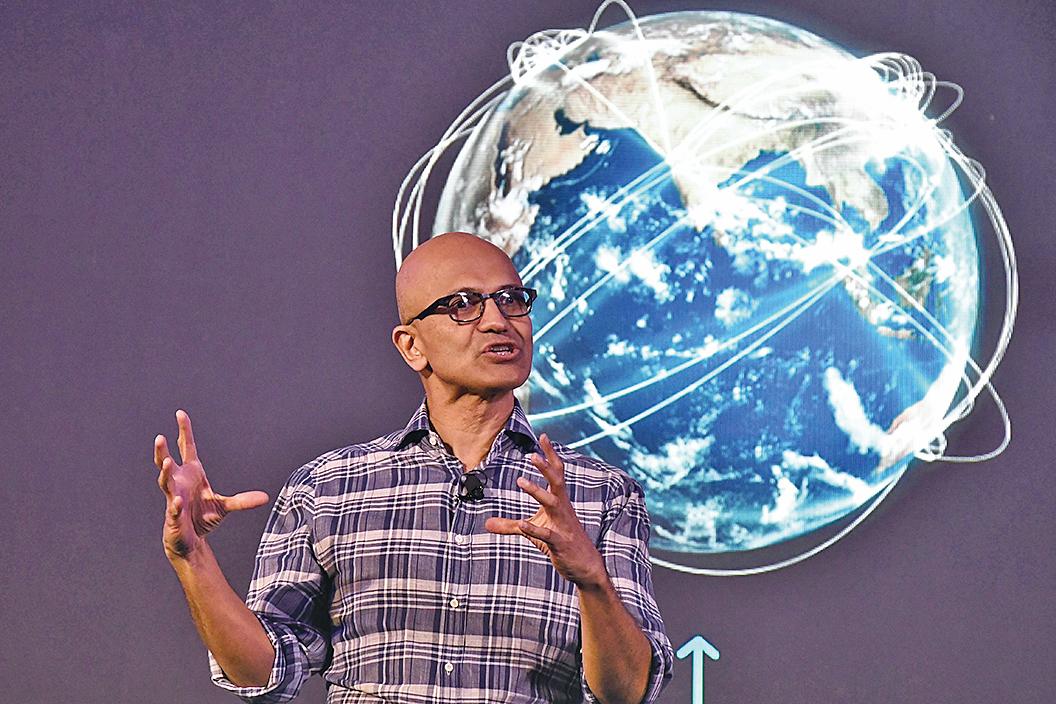 周日(8月2日),微軟公司證實,將繼續推進購買中國公司字節跳動擁有的TikTok(抖音海外版)的事宜。圖為微軟CEO納德拉。(AFP)