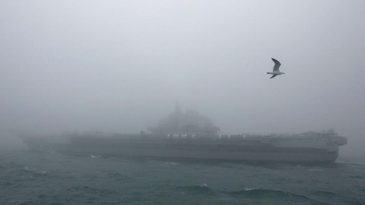 中共海軍一艘軍艦日前進行實彈射擊訓練,意外遭上級嚴厲批評「浪費」子彈。示意圖(MARK SCHIEFELBEIN/AFP via Getty Images)
