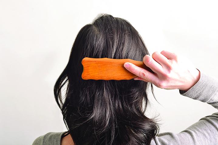 每天梳理頭皮  等於按摩全身!
