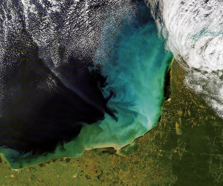 幾十年以來,人們就發現墨西哥尤卡坦半島海岸有著如迷宮般的水下洞窟網絡。(維基百科)