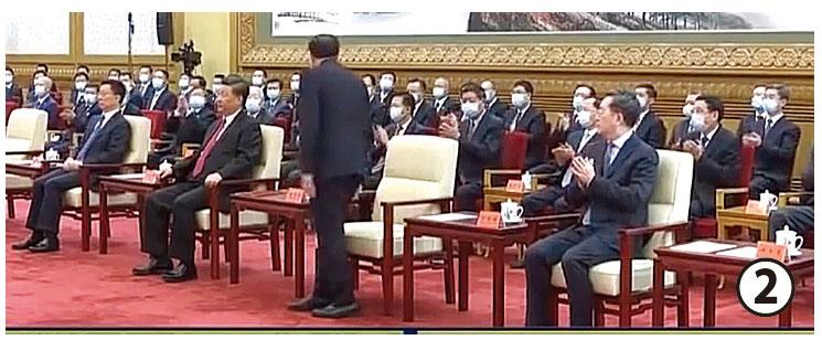 李克強未站直,劉鶴就念到韓正的名字,眾人錯愕,停止鼓掌。(影片截圖)