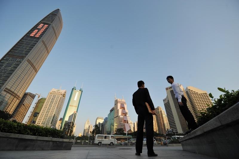 深圳樓市7月份量價齊跌,隨後深圳放鬆了對非本地戶籍人士的限購政策。(ETER PARKS/AFP/Getty Images)