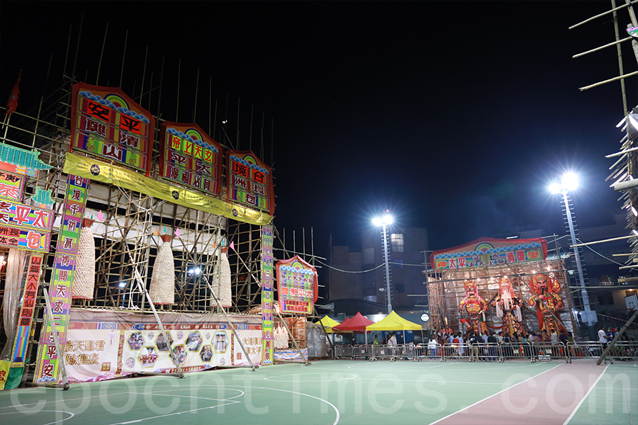 長洲一年一度舉行太平清醮,二百多年來從未間斷過,阿西身為長洲人,對傳統感到十分自豪。(陳仲明/大紀元)