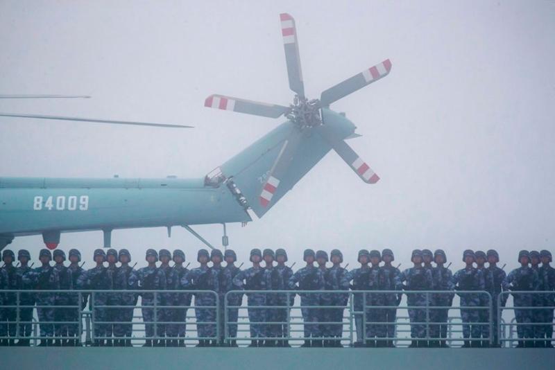 近日,中共某軍艦在南海實彈訓練消耗5發炮彈,被上級狠批「浪費」,引發輿論熱議。示意圖(MARK SCHIEFELBEIN/AFP via Getty Images)