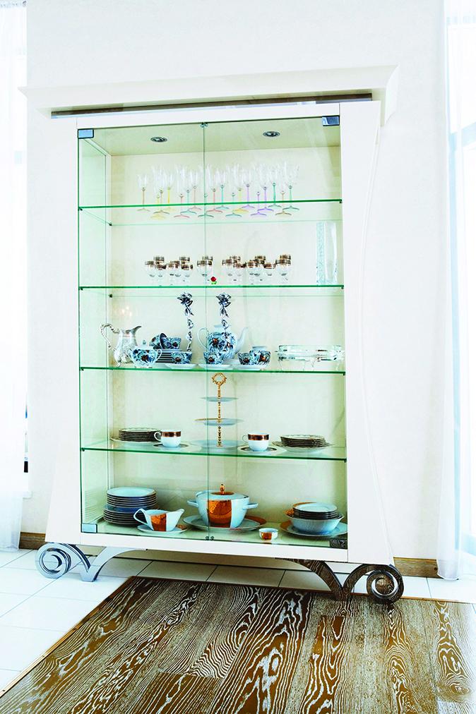 玻璃櫥櫃會展示所有物品,所以你要確保所有東西都是你想讓人們看到的。
