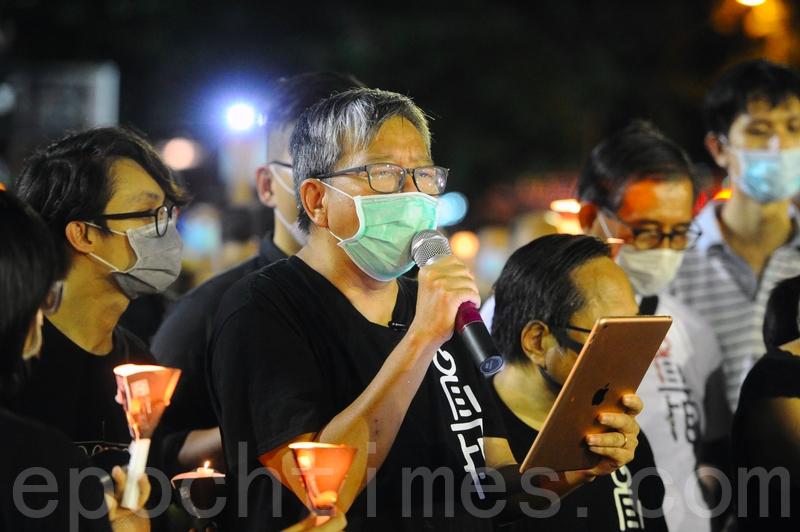 2020年6月4日,支聯會主席李卓人以及眾多市民進入維園點起燭光,悼念「六四」屠殺死難者。(宋碧龍/大紀元)