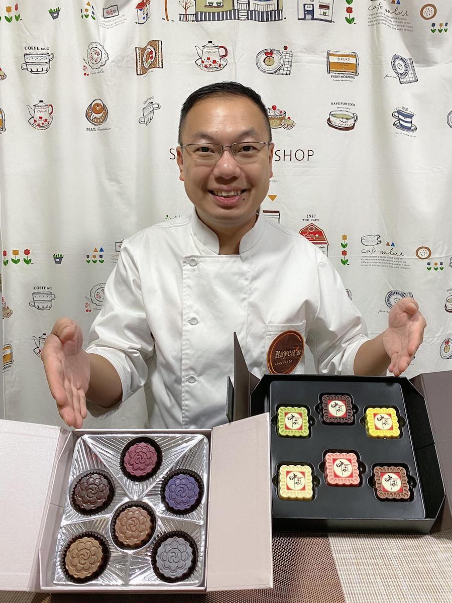 二十年從業經驗的朱古力師李漢威(Ray)首創自家品牌Rayca's Chocolate,製成朱古力手工月餅。(受訪者提供)