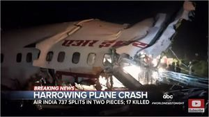 印度撤僑專機衝出跑道斷兩截 17死173傷