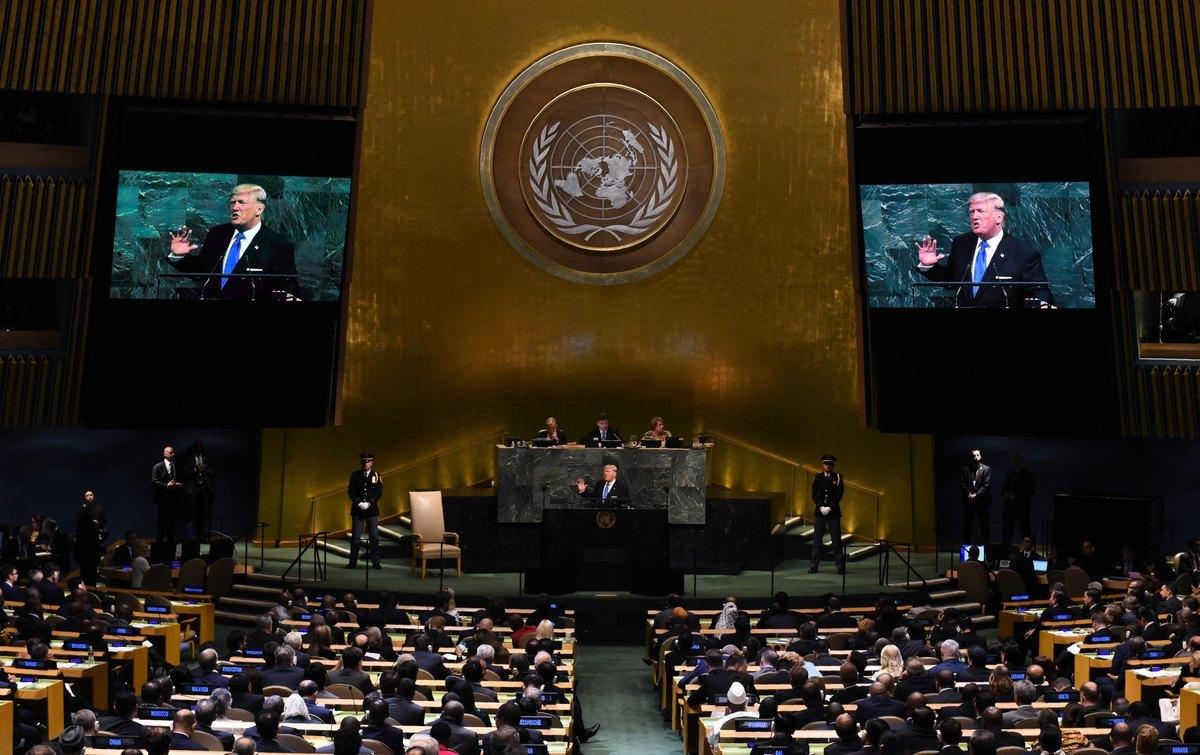 2017年9月19日,美國總統唐納德特朗普在在紐約聯合國總部等待第二十二屆聯合國大會講話。(TIMOTHY A. CLARY/AFP via Getty Images)