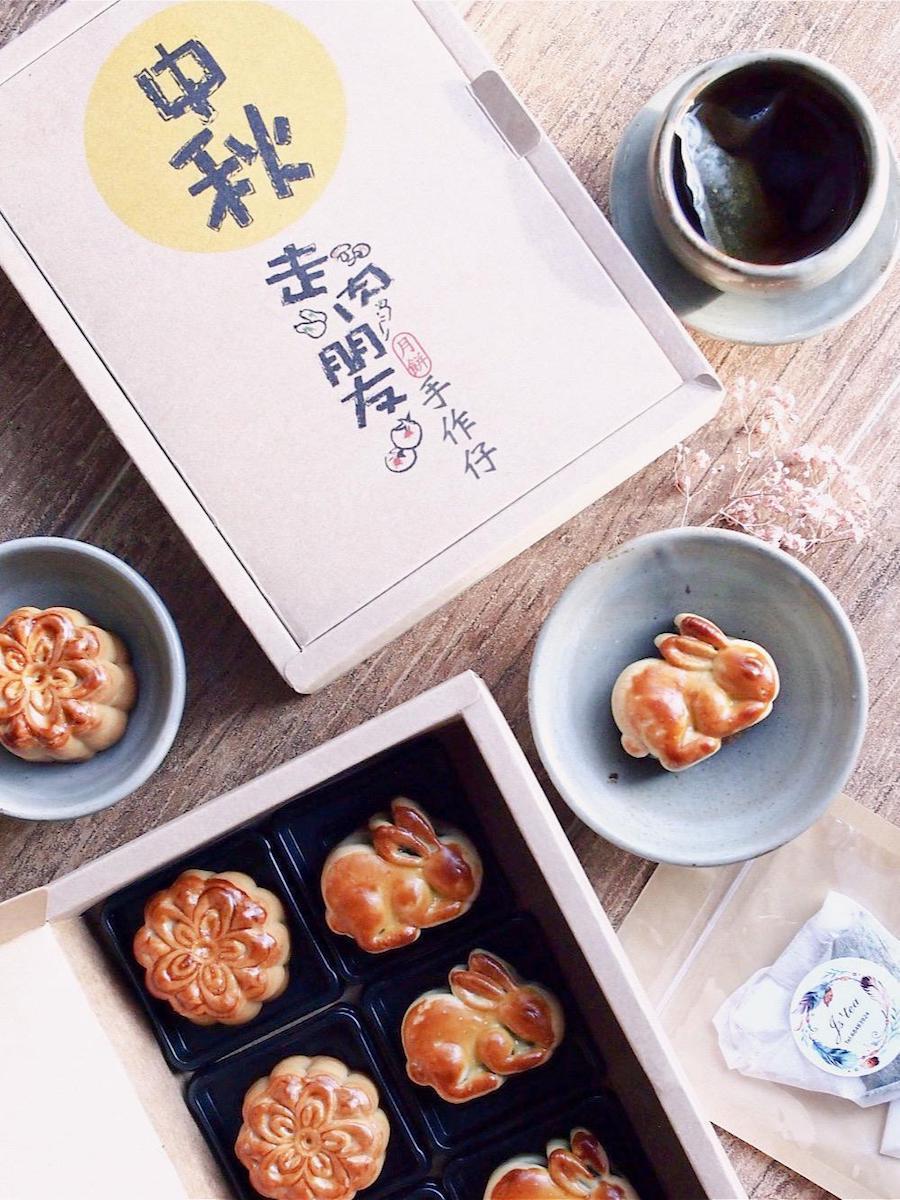 素食餐廳「走肉.朋友」在今年中秋推出的兩款台灣製造迷你月餅。(走肉.朋友提供)