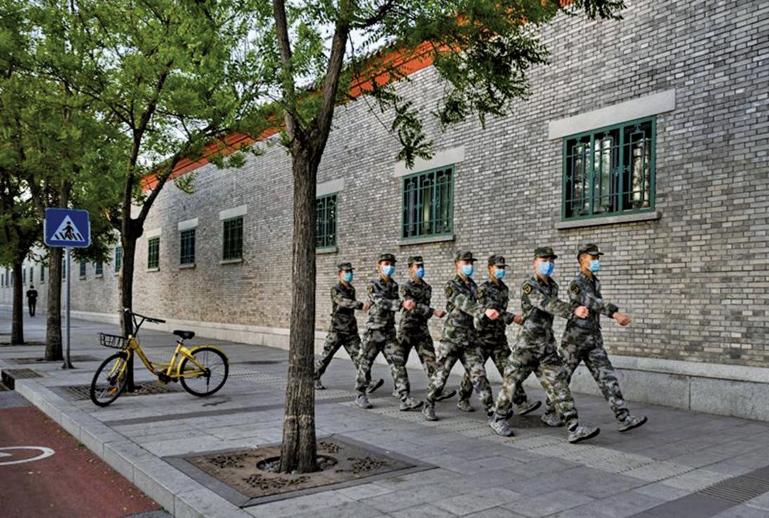 有分析說,習近平最大的籌碼就是手中的軍權,但軍中盡是兩面人,難保忠誠,習本人對軍隊也不放心。(Getty Images)