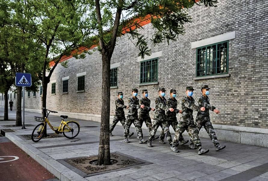 分析:軍中盡是兩面人  習近平恐「槍桿子」裏失政權