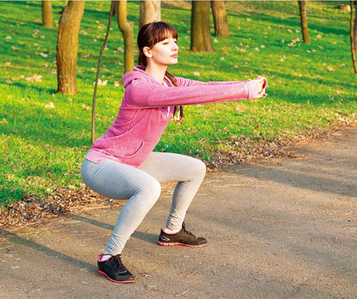 大肌肉和多關節的運動消耗熱量相對較大,深蹲就屬於這類型的運動。(shutterstock)