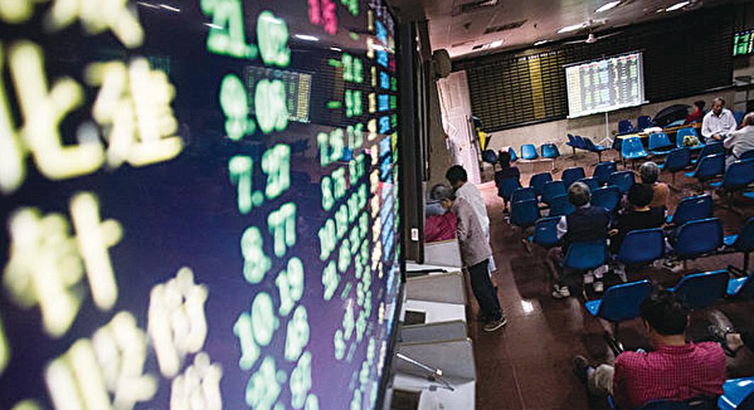 圖為大陸股市資料照。(AFP )