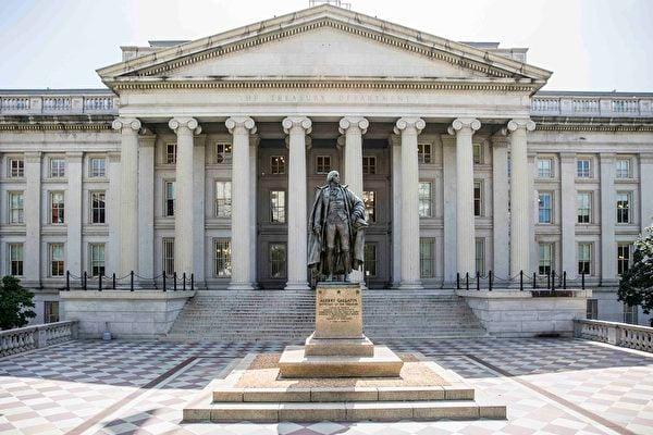 8月7日,美國財政部宣佈制裁11名中共官員,很多中國人對美制裁中共官員作惡的行動表示歡迎。圖為美國財政部大樓。 (Samira Bouaou/The Epoch Times)